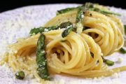 Carbonara vegetariana di asparagi