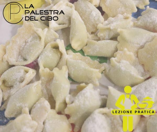 corso di pasta fresca a torino pasta fresca fatta in casa pasta all'uovo sfoglia all'uovo scuola di cucina a torino la palestra del cibo